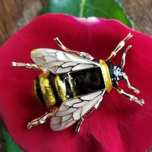 Enamel bumblebee brooch gold tone insect bee pin